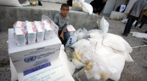 برنامج الأغذية العالمي يعتمد 320 مليون دولار مساعدات غذائية لليمن هـــل ستصل الى اليمنيين ام ستنهبها دول العدوان؟!!!