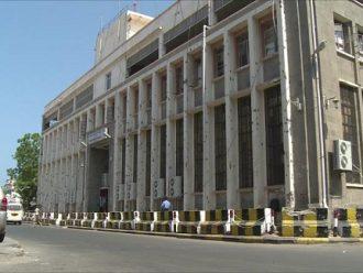 فرع البنك المركزي بعدن يتعرض لهجوم مسلح واختطاف 2 من طاقم الحراسة