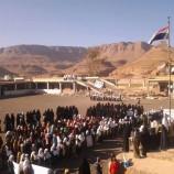 بالصورة.. وقفة إحتجاجية لطالبات بني حشيش على انقاض إحدى المدارس التي استهدفها العدوان الصهيوسعودي امريكي
